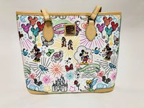 Dooney & Bourke(ドゥニー&バーク) トートバッグ Disney Sketch Shopper Tote by Dooney & Bourke 国内即発送