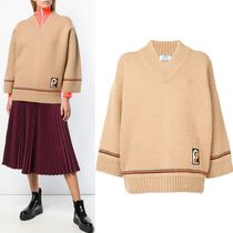 PR1509 OVERSIZED V-NECK SWEATER WITH PATCH