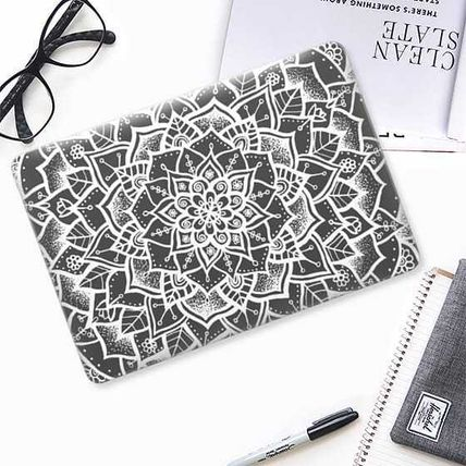 Casetify スマホケース・テックアクセサリー ★Casetify★MacBookケース*White and Grey Mandala(2)