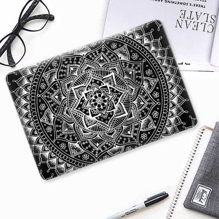 Casetify スマホケース・テックアクセサリー ★Casetify★MacBookケース*Pretty Black Flower Mandala(2)