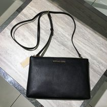 【Michael Kors】人気☆DOUBLE ZIP GUSSET CROSSBODY☆