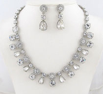 Givenchy ネックレスとピアス Crystal Collar Necklace