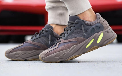 sports shoes b8013 6bf1e Adidas × Kanye West YEEZY BOOST 700 「WAVE RUNNER」 Mauve