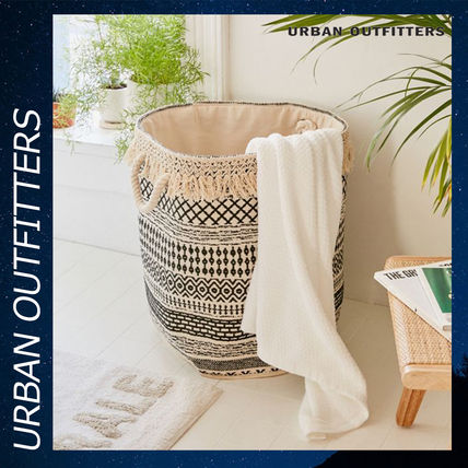 Urban Outfitters 棚・ラック・収納 Urban Outfitters Mia Woven Fringe ランドリー バッグ かご