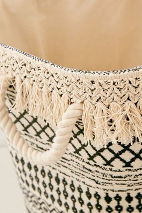 Urban Outfitters 棚・ラック・収納 Urban Outfitters Mia Woven Fringe ランドリー バッグ かご(4)