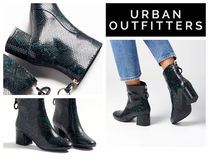 【UrbanOutfitters】新作●UO Harlow Faux Snakeskin Boot