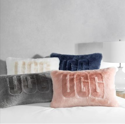 ★UGG★sale! ロゴ クッション ピロー ★Royale Faux Fur