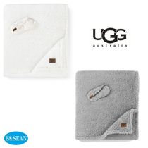 【UGG 】Road Trip Throw & Eye Mask トラベルセット