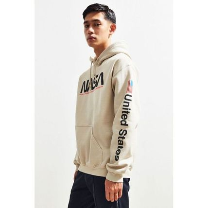 Urban Outfitters パーカー・フーディ 日本未入荷 Urban Outfitters 絶対欲しい!NASAパーカー(2)