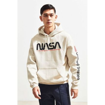 Urban Outfitters パーカー・フーディ 日本未入荷 Urban Outfitters 絶対欲しい!NASAパーカー(3)
