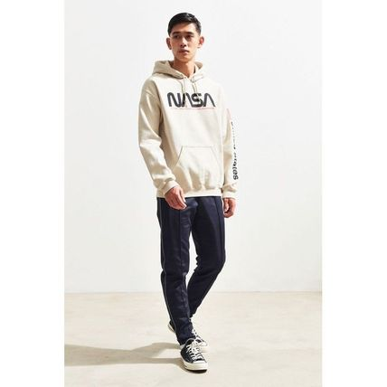 Urban Outfitters パーカー・フーディ 日本未入荷 Urban Outfitters 絶対欲しい!NASAパーカー(6)