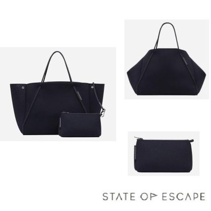 STATE OF ESCAPE Guise tote bag black-out