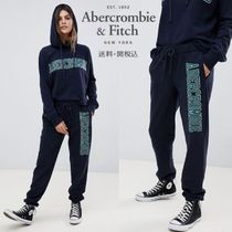 Abercrombie & Fitch プリントロゴ付きロールアップジョガー