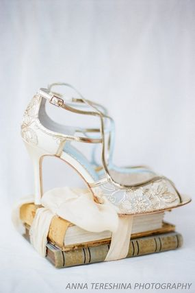 BHLDN ウェディングシューズ BHLDN取扱いBella Belle★EMBROIDERED GOLD LACE WEDDING SHOES(2)