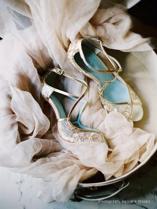 BHLDN ウェディングシューズ BHLDN取扱いBella Belle★EMBROIDERED GOLD LACE WEDDING SHOES(3)
