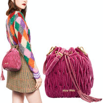 MM722 VELVET MATELASSE BUCKET BAG
