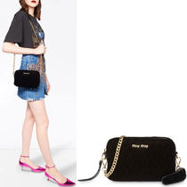 MM731 VELVET MATELASSE SHOULDER BAG