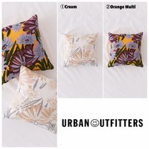 【UrbanOutfitters】大人気 Lowitja Floral Crewel Throw Pillow