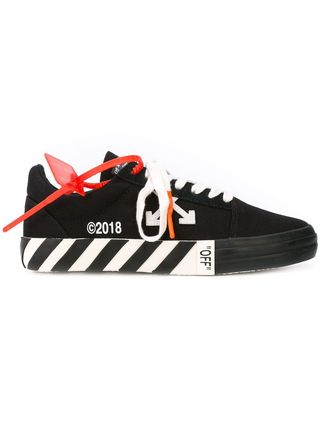 《 Off-White 》STRIPED VULC LOW TOP ロートップスニーカー 黒