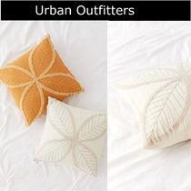 【Urban Outfitters】2色* 花柄* ししゅう*ふわふわ* クッション