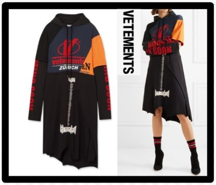 セール限定VETEMENTSヴェトモンPatchwork printed hooded dress