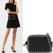 19SS V1520 ROCKSTUD SMALL GRAIN CALF LEATHER CROSSBODY BAG