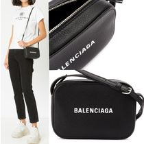 バレンシアガ Camera Bag Every Day xs