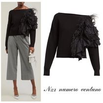 N°21★Feather and ruffle-trimmed sweater