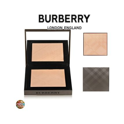 BURBERRY BEAUTY ☆ヌードパウダー☆パフ付き☆春コスメ☆化粧☆