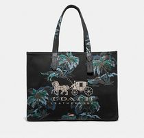 Coach ◆ 69308 Tote 42 with horse and carriage