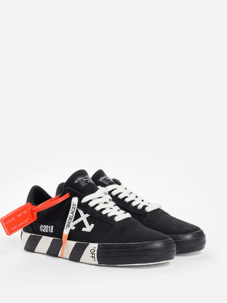 《 Off-White 》VULCANISED STRIPED LOWTOP スニーカー WOMEN 黒