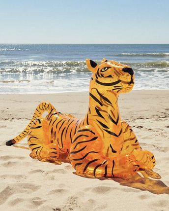 Urban Outfitters うきわ 浮き輪 Glitter Tiger Pool Float