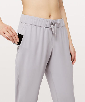lululemon フィットネスボトムス ヨガや旅行先に!ジョガーパンツ★On The Fly Jogger(17)