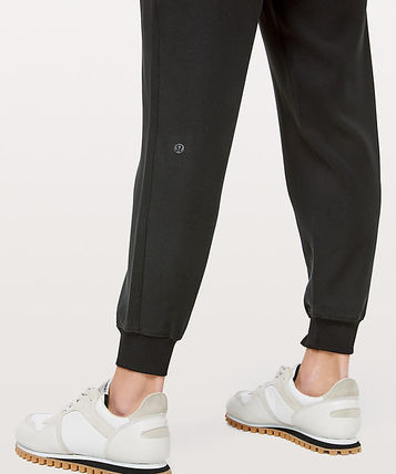 lululemon フィットネスボトムス ヨガや旅行先に!ジョガーパンツ★On The Fly Jogger(5)