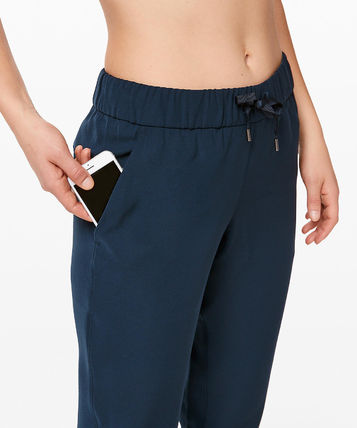 lululemon フィットネスボトムス ヨガや旅行先に!ジョガーパンツ★On The Fly Jogger(11)