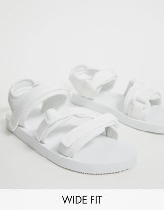 557e0168b03 ASOS 靴・ブーツ・サンダルその他 ASOS DESIGN Wide Fit tech sandals in white with ...