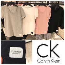 NEW!大人気!【Calvin Klein performance】Vネック♪Tシャツ♪