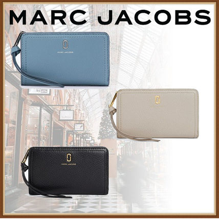 3a1314b04a42 MARC JACOBS 折りたたみ財布 【MARC JACOBS国内直営】*Softshot コンパクト ウオレット ...