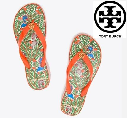 Tory Burch シューズ・サンダルその他 関税・送料込TORY BURCH☆PRINTED CARVED WEDGE FLIP-FLOP