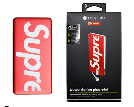 big sale fab7a aff4a 在庫確保済 Supreme Mophie powerstation plus mini