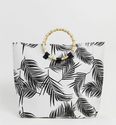 Exclusive palm print beach bag with bamboo effect handle