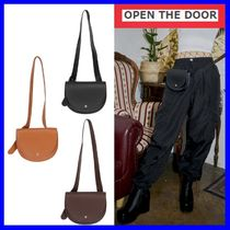 [OPEN THE DOOR]  semicircle belt bag (3 color)/追跡付