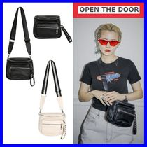 [OPEN THE DOOR]  stud pouch bag (2 color) /追跡付