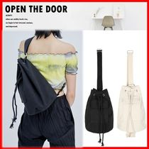 ☆韓国の人気☆【OPEN THE DOOR】☆Canvas Duffle Bag☆2色☆