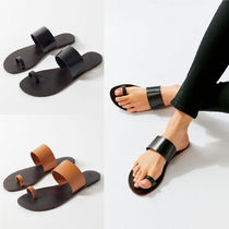 US発★Urban Outfitters Aria Toe Loop Leather Sandal★
