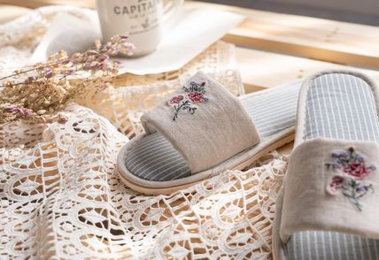 DECO VIEW ライフスタイルその他 【DECO VIEW】 Flower embroidery slippers