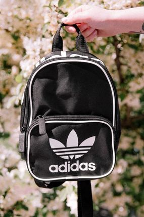adidas バックパック・リュック セール!【Urban Outfitters】adidas Santiago Mini Backpack