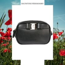 SALVATORE FERRAGAMO LEATHER CROSS-BODY SHOULDER BAG VARA 黒