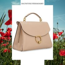 SALVATORE FERRAGAMO PEBBLED LEATHER HANDBAG ベージュ トップ