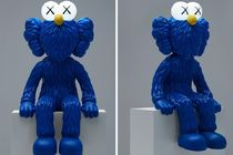 限定250体 KAWS 'SEEING' Figure With LED Lights